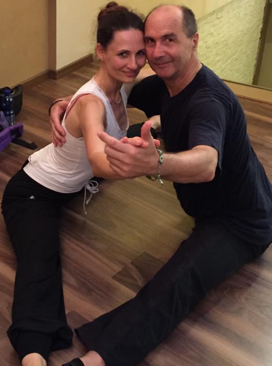 Tango Argentino mit den Lehrern Patrizia und Michael - Tanzhaltung im Spagat